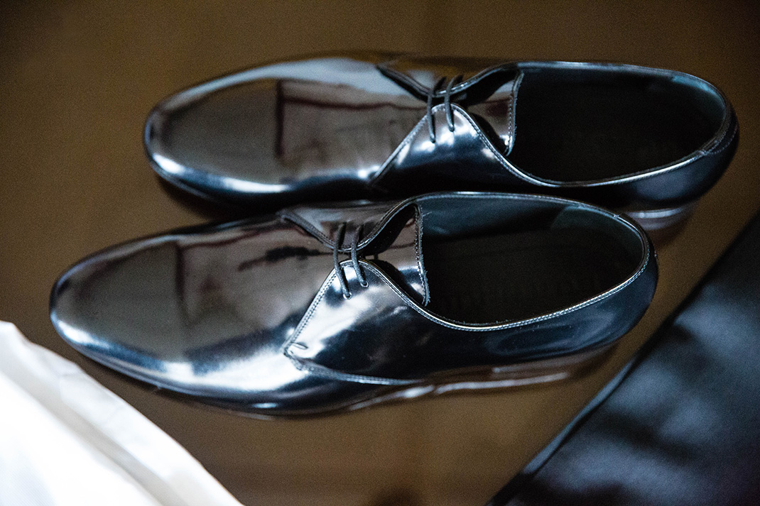 What exactly are: Tuxedo shoes?
