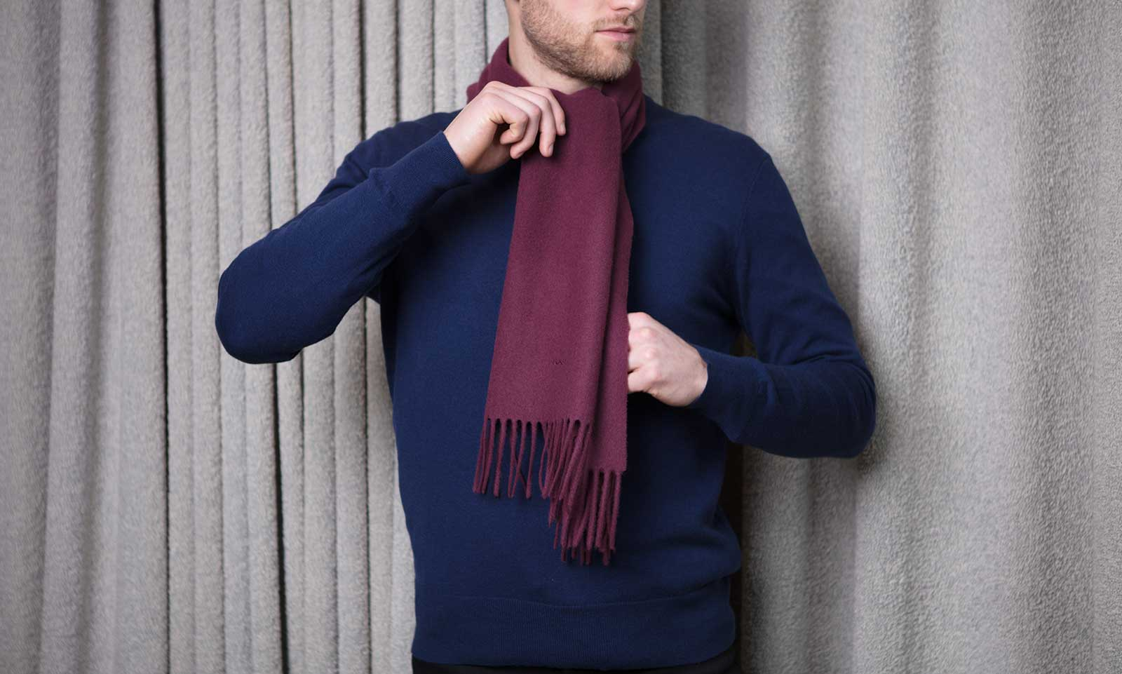 Overhand scarf knot