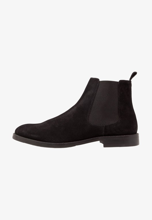 Classic ankle boots by KIOMI — Thread