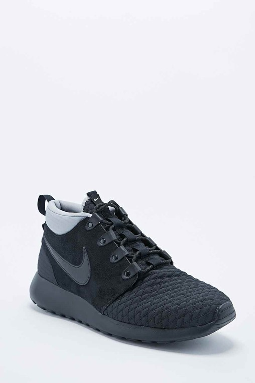 cheap for discount 25ff9 1bba6 Nike Roshe Run Trainer Boots in Black