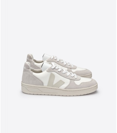V-10 Leather Trainers by Veja — Thread.com