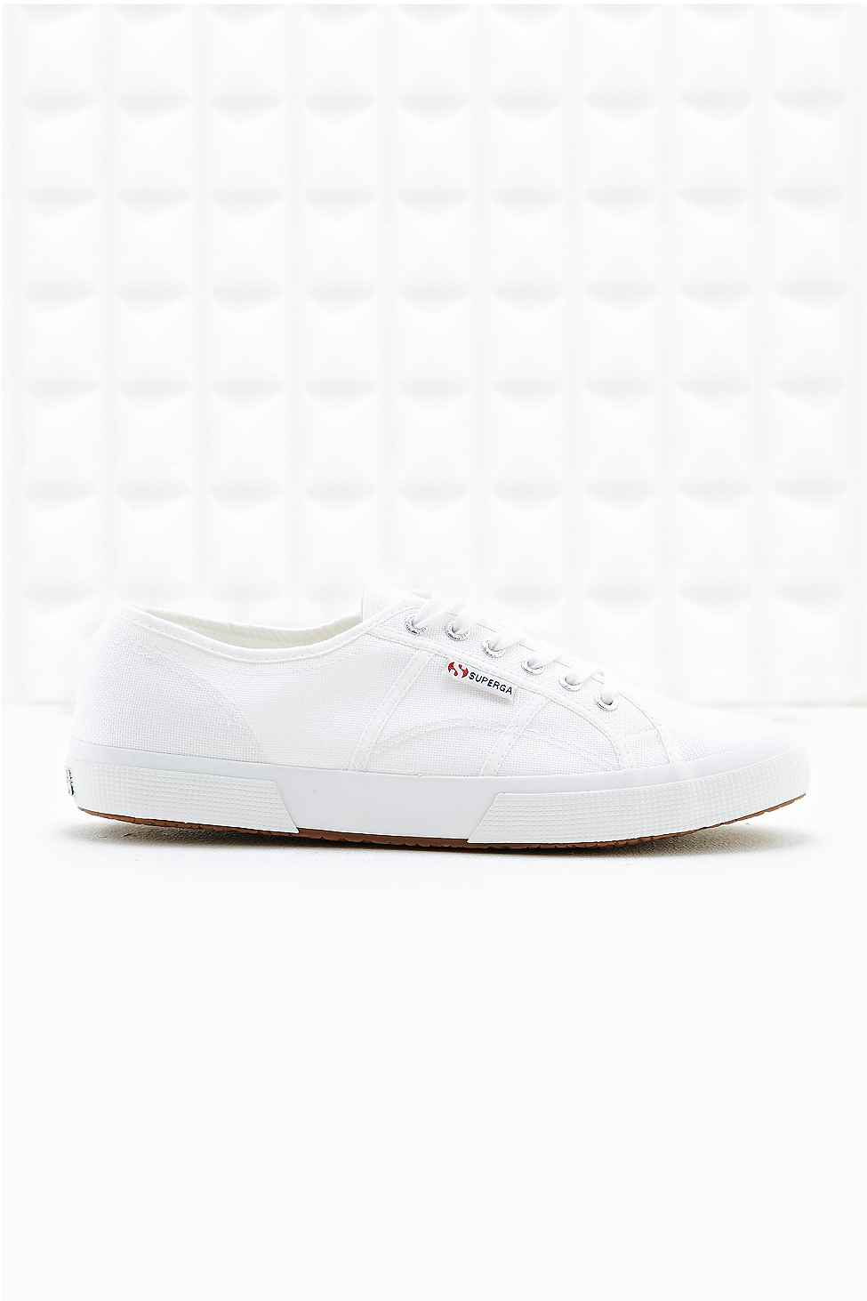 2750 Cotu Trainers in White by Superga