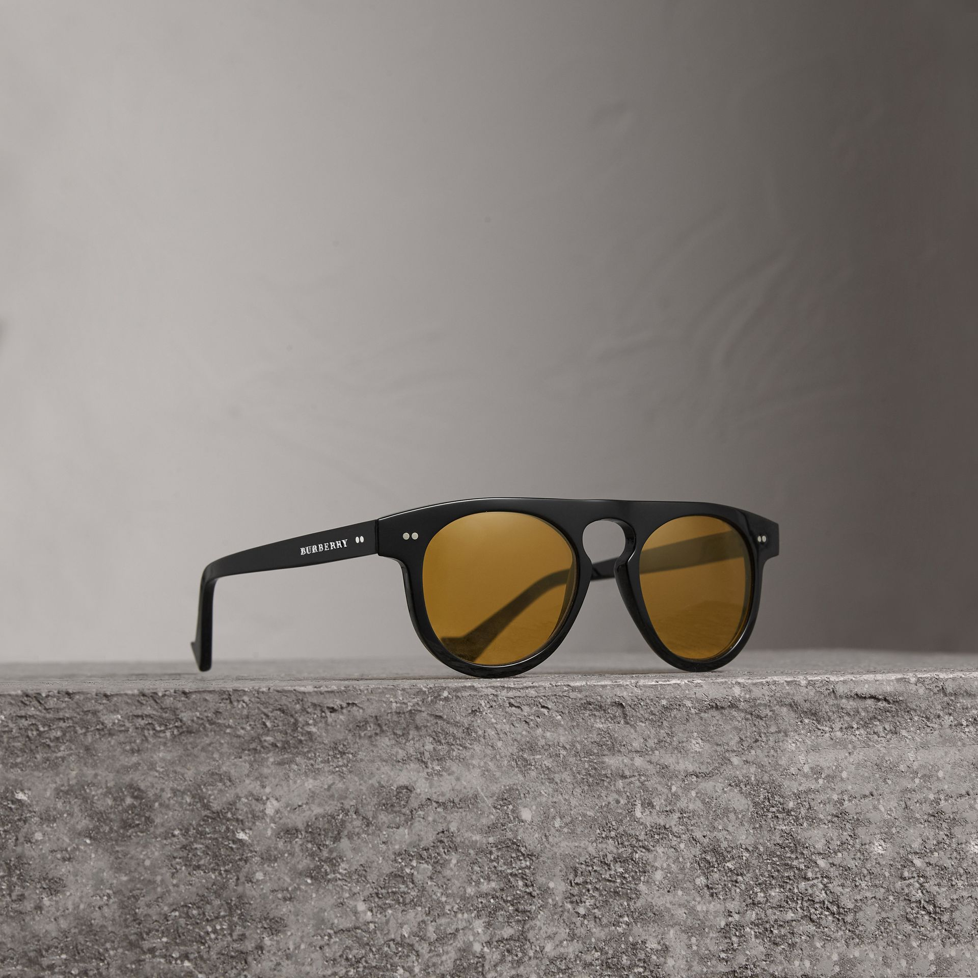 Burberry Black/Yellow The Keyhole Round Frame Sunglasses