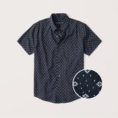 Short-Sleeve Button-Up Shirt in Navy