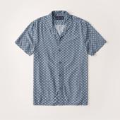 Short-Sleeve Camp Collar Button-Up Shirt in Blue