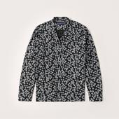Long-Sleeve Camp Collar Button-Up Shirt in Black and White